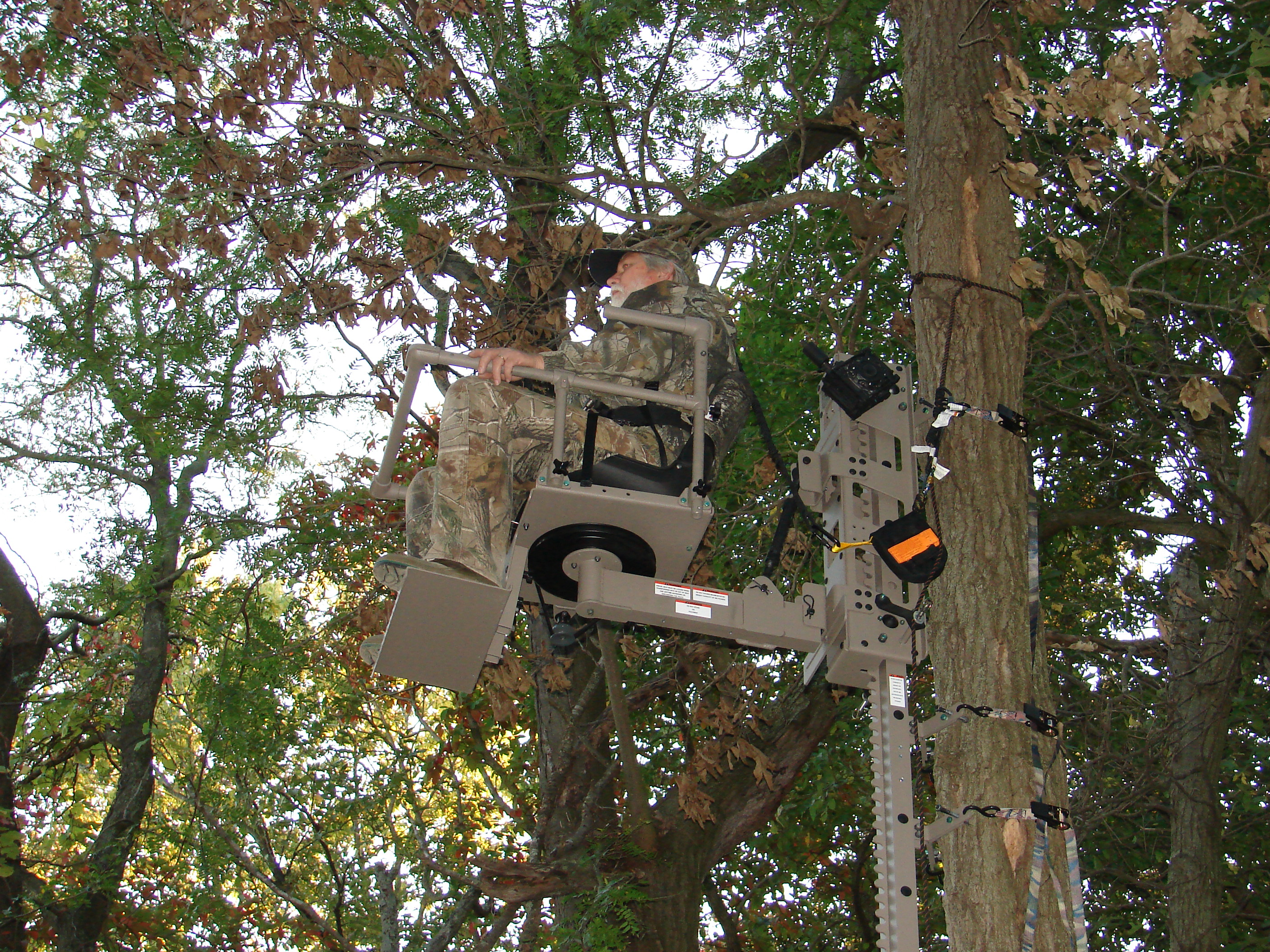 Crossbowhuntin Introducing The Power Lift Treestand